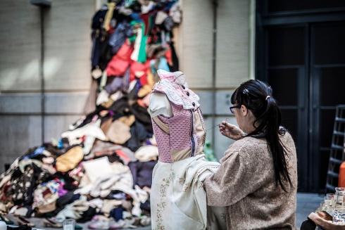 The recycled textile marathon. Photo by Julieta Pellicer, image courtesy AlTrapo Lab